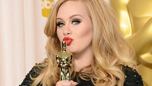 Adele servetine servet katıyor