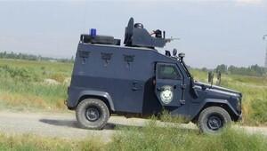 Ağrı'da PKK'lılar yol kesti, araçları yaktı
