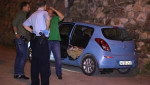 Kiraladığı otomobilde battaniyeye sarılı cesedi bulundu