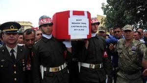 Şehit astsubayı son yolculuğuna 7 bin kişi uğurlandı