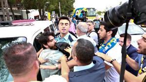 G.Saray atkısı açtı Fenerbahçeliler darp etti