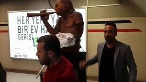İzmir metrosundaki heykeli balyozla kırdı