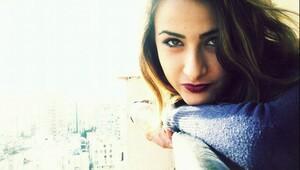 Çatıdan atlayan uyuşturucu bağımlısı genç kız yaşamını yitirdi