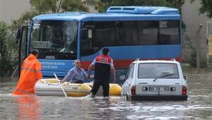 Adana'da yağış felç etti