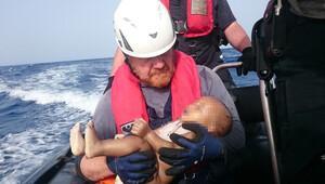 Göçmen bebeğin fotoğrafı yürek yaktı