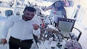 Kadın turistlerin hırsızlık anı kameraya takıldı