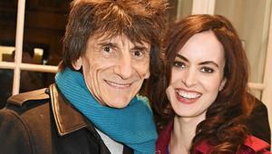 The Rolling Stones gitaristi Ronnie Wood baba oldu
