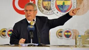 Fenerbahçeli taraftardan Aziz Yıldırım'a Galatasaray plaketi
