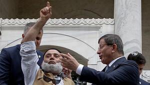 Davutoğlu zorlandı: Sen başbakansın,cumhurbaşkanısın