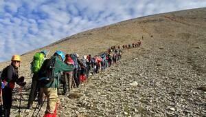 Dağcılar, 3 bin 524 metrede zirve yaptı