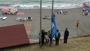 Akçakoca'nın en temiz plajına 9'uncu mavi bayrak
