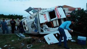 Sakarya'da ambulans devrildi: 1 ölü, 3 yaralı