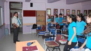 Görme engelli öğretmen, öğrencilerine 'ışık tutuyor'
