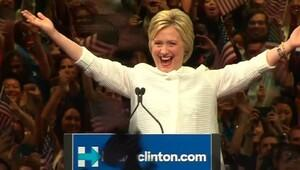 Clinton'un ceketi olay oldu