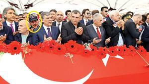 Büyük zafiyet: Başbakanlı cenazede ön safta