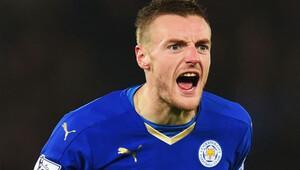 Vardy, Leicester City ile 4 yıl daha imzaladı