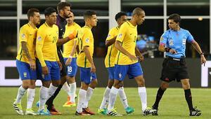Yılın hakem skandalı! Brezilya, elle atılan golle elendi