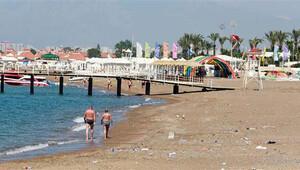 Antalya'da sahiller birkaç turiste kaldı