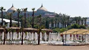 Antalya'da sahiller boş kaldı