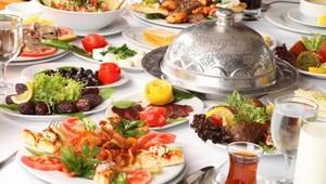 Ramazan'da zamanı unutturan iftarlar