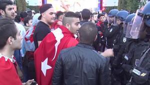 Türk ve İngiliz taraftarlar arasında kavga çıktı