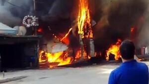 trafo patladı: 1 ev, 2 işyeri ile 1 minibüs kül oldu
