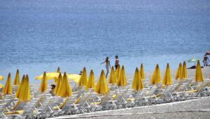 Dünyaca ünlü Konyaaltı sahili bomboş