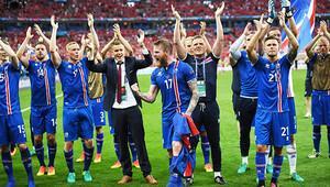 İzlanda tur atladı, spiker kendinden geçti