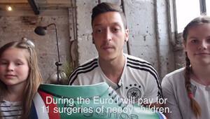 Mesut Özil'den yoksul çocuklara yardım