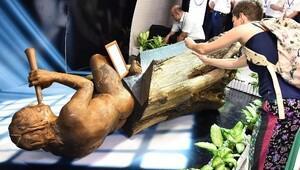 İzmir'deki heykele aynı kişi ikinci kez saldırdı