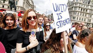 İngiltere'de gençler tepkili