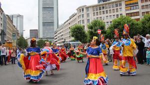 180 ülkeden on binlerce Frankfurtlu dünyaya barış mesajı gönderdi