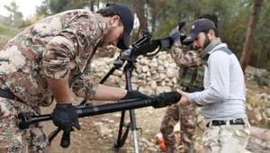 Şok iddia: Suriyeli muhaliflere gönderilen silahlar karaborsada satılıyor