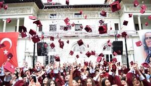 Yüksekokul yedinci mezunlarını verdi