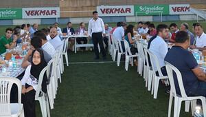 Tuzlaspor Stadı'nın ortasında iftar yemeği