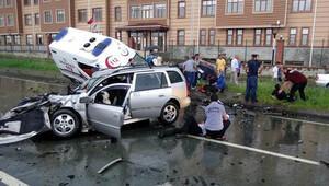 Hasta taşıyan ambulans, otomobille çarpıştı: 7 aylık bebek öldü, 5 kişi yaralandı