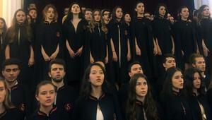 Galatasaray mezunlarını uğurladı