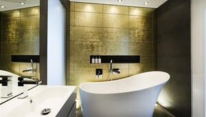Banyolara altın renkli dokunuşlar