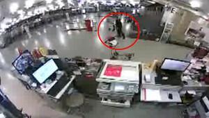Vatandaşlar kaçtıktan hemen sonra terörist koşarak geldi