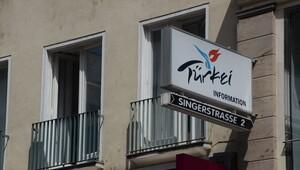 PKK'lılar, Türkiye'nin turizm ofisini bastı