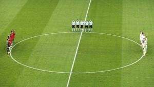 EURO 2016'da Türkiye için saygı duruşu yapıldı