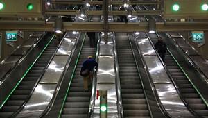 Marmaray'da merdiven arızası paniğe yol açtı
