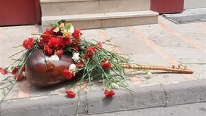 Madımak katliamının 23'üncü yılında ölenler yanık bağlama ile anıldı