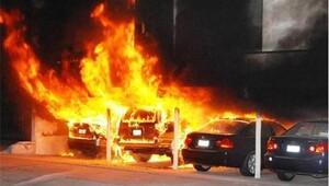 Esenyurt'ta park halindeki 4 araç kundaklandı