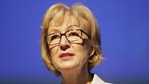 İngiliz siyasetinde 'annelik' tartışması