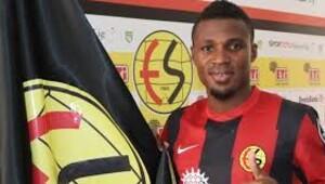 Akaminko, 3 yıllığına Eskişehirspor'da