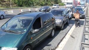 TEM'de 5 araç birbirine girdi, trafik felç