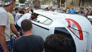 Kazada yan yatan aracı görenler şaşkına döndü