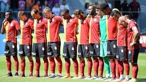 Galatasaray - Zürih maçı öncesi şehitler için saygı duruşu