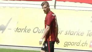 Serdar Aziz ilk maçına çıktı